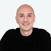 camilo-hernandez-fundador-escritor-y-director-en-zykax